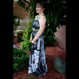 Dresses & Skirts - Elegant Padded and Lined Floral Prom Dress